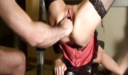 Ragazza bionda organizza uno spettacolo di masturbazione porno gratis in streaming caldo